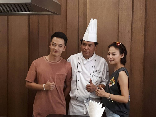 MEDIA GROUP FROM TAT SHANGHAI VISITS ARNOMA GRAND AND TAKES PART IN OUR THAI COOKING CLASS